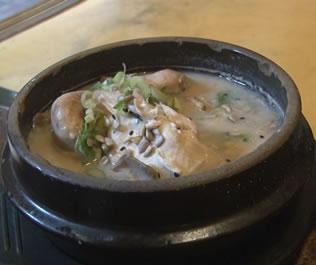 韩国参鸡汤加泡菜 享受韩国美食的诱惑